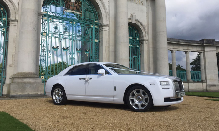 Top Three Things to Expect from a Top-Notch Car Hire Service